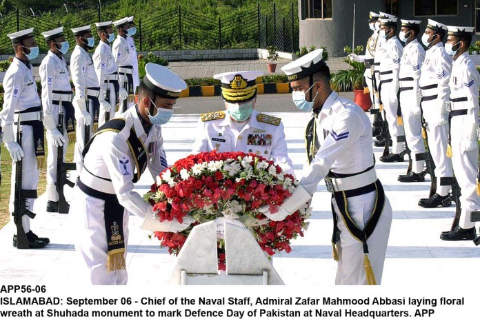 ISLAMABAD: September 06 - Chief of the Naval Staff, Admiral Zafar Mahmood Abbasi laying floral wreath at Shuhada monument to mark Defence Day of Pakistan at Naval Headquarters. APP
