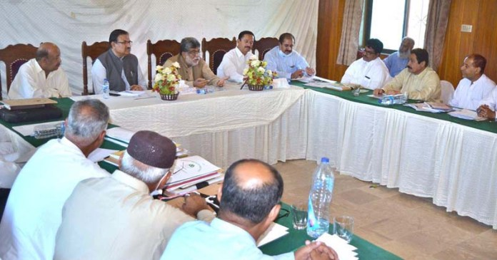 QUETTA: September 10 – Provincial Minister for Education Sardar Yar Muhammad Rind chairing a meeting of All Balochistan Division and DEOs. APP photo by Mohsin Naseer