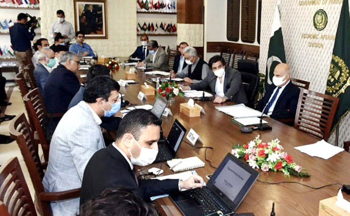 ISLAMABAD: September 02 - Federal Minister for Economic Affairs Makhdum Khusro Bukhtiar chairing the tripartite wrap-up meeting on portfolio Review of ADB funded project at Ministry of Economic Affairs. APP