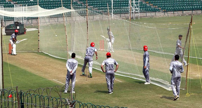 LAHORE: September 23 - Players of Northern 2nd XI squad in a training session at GSL for the National T20 Cup Second XI Tournament. APP