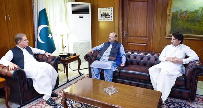 ISLAMABAD: September 30 - Ex-President Azad Kashmir and President PTI (AJ&K) Barrister Sultan Mahmood Chaudhry called on Foreign Minister Makhdoom Shah Mahmood Qureshi at Ministry of Foreign Affairs. APP