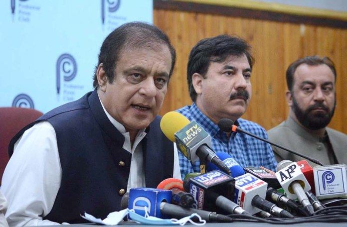 PESHAWAR: October 19 - Federal Minister for Information and Broadcasting Syed Shibli Faraz addressing a press conference at PPC. APP photo by Shaheryar Anjum
