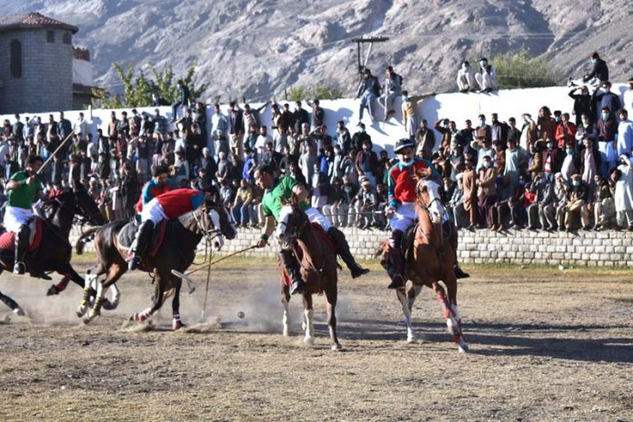 GILGIT: October 29 - Players struggling to get hold on the ball in a match played between Chilas and Gilgit -01 polo teams during Jashan e Azadi polo tournament at Shahi Polo Ground. APP photo by Ashraf Hussain Nasiri