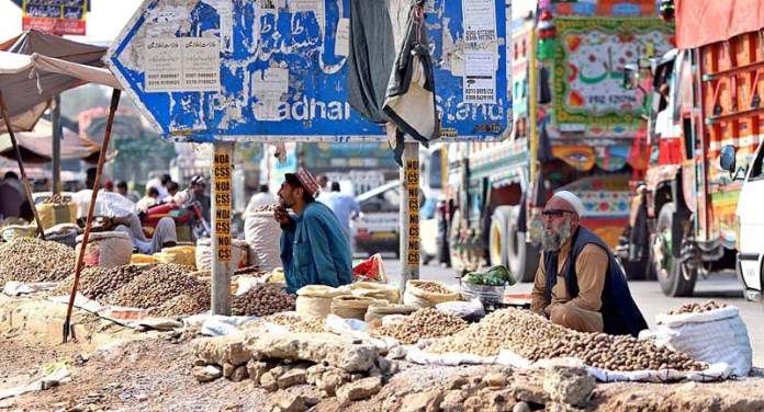 RAWALPINDI: October 21 - Vendors displaying different kind of dry fruits to attract the customers at their roadside setups at Pirwahdi area. APP photo by Abid Zia