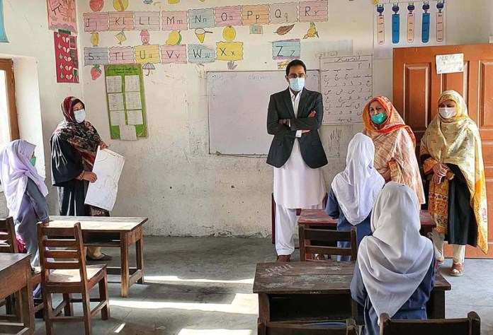 GILGIT: October 01 - Deputy Commissioner Naveed Ahmed visiting different schools to check the SOP's against corona virus. APP Photo by Ashraf Hussain
