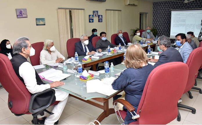 KARACHI: October 15 - Federal Minister for Education & National Heritage Culture Division/Chairman QMMB Shafqat Mehmood chairing a meeting of Quaid-e-Azam Mazar Management Board (QMMB). APP Photo by Saeed Qureshi
