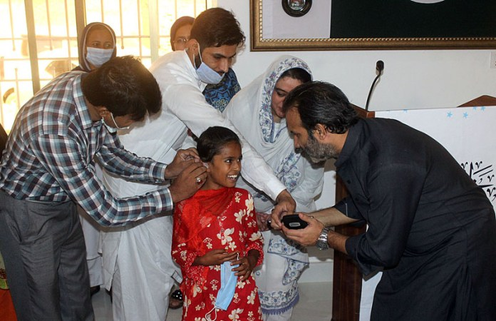 MULTAN: October 03 - MD Bait Ul Maal Aon Abbas Bappi distributing hearing aid devices among the special children during his visit at Shelter Home of Taare Zameen Par Trust. APP photo by Tanveer Bukhari