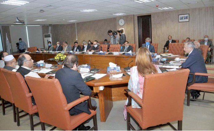 ISLAMABAD: October 19 - Meeting of the Steering Committee on Pakistan Regulatory Modernization Initiative (PRMI) under the Chairmanship of Mr Abdul Razaq Dawood advisor to PM on commerce at Board of Investment. APP photo by Saeed-ul-Mulk
