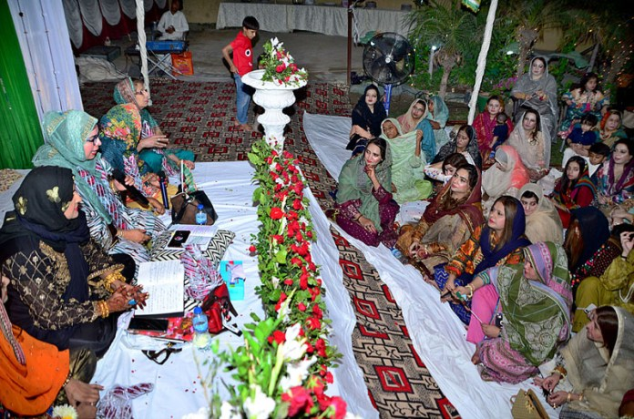 HYDERABAD: October 31 – Women Naat khawan reciting Naats during Mefil-e-Milad in connection with Eid-e-Milad-un-Nabi (SAWW) celebrations at Qasimabad. APP photo by Akram Ali