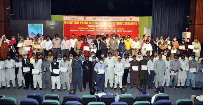 RAWALPINDI: October 24 - President RCCI Mohammad Nasir Mirza in a group photo during Frontline Polio Workers Recognition ceremony to mark World Polio Day at Rawalpindi Arts Council. APP photo by Saleem Rana