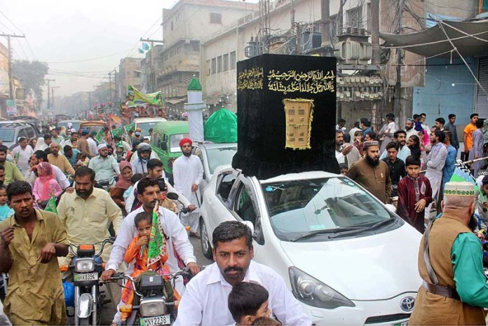MULTAN: October 30 - A large number of people attending the Eid Milad-un-Nabi procession to celebrate birthday of Holy Prophet Muhammad (Peace Be Upon Him). APP photo by Tanveer Bukhari