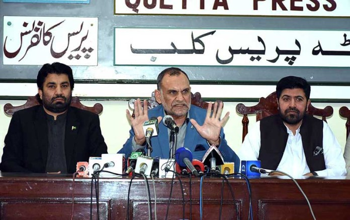 QUETTA: October 07 - Federal Minister for Narcotics Control Azam Khan Swati along with Deputy Speaker National Assembly Qasim Khan Suri addressing a press conference at Press Club. APP photo by Mohsin Naseer