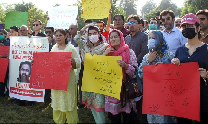 ISLAMABAD: October 10 – Participants of the protest rally displaying cards demonstrating at National Press Club to release the political prisoners from Hunza. APP photo by Saleem Rana