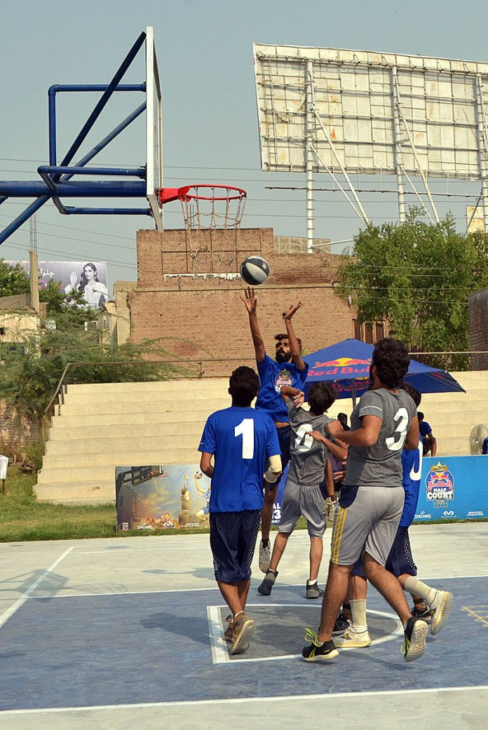 MULTAN: October 14 - A view of basketball match between different clubs during Red Bull Half Court Trial at Sports Ground. APP photo by Safdar Abbas