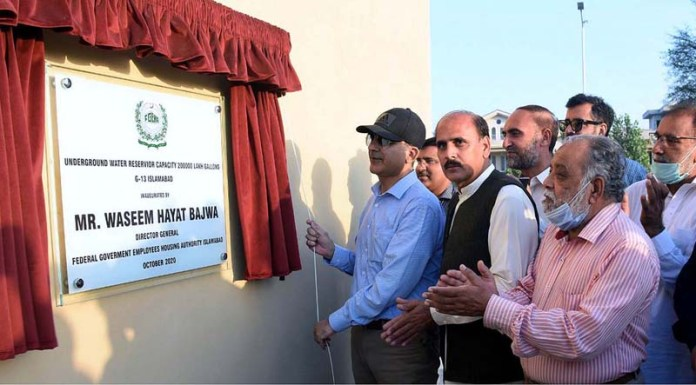 ISLAMABAD: October 03 - Director General Federal Government Employee Housing Authority, Waseem Hayat Bajwa inaugurating underground water reservoir capacity 2 lac Gallons at G-13 in the federal capital. APP