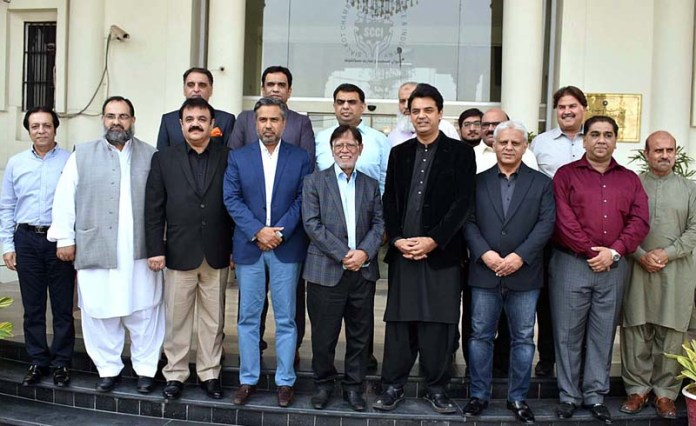 SIALKOT: October 06 – A group photograph of SPAM for Youth Affairs Usman Dar with business community during his visit to Chamber of Commerce. APP photo by Munir Butt
