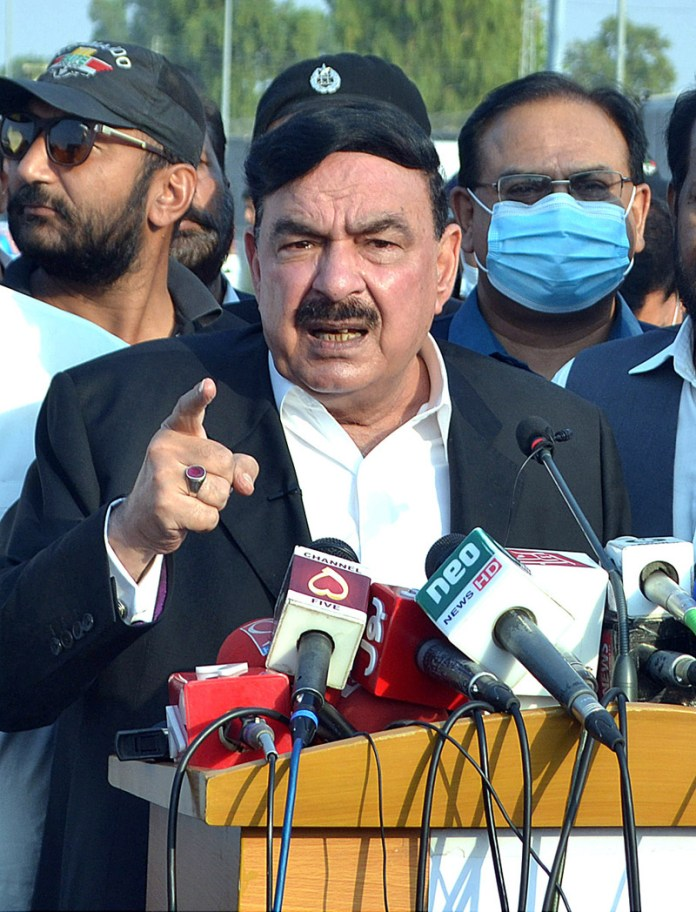 MULTAN: October 14 - Federal Minister for Railways Sheikh Rasheed Ahmad talking to the media persons at Tank Chowk. APP photo by Qasim Ghauri