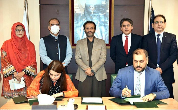 ISLAMABAD: October 21 - Managing Director PBM, Aon Abbas Buppi witnessing the MoU signing ceremony to launch Electronic Biometric Verification System for the deserving persons in PBM Head Office. APP