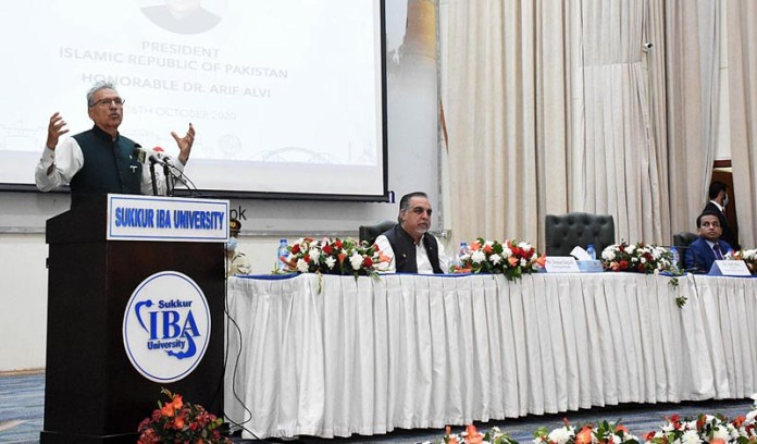 SUKKUR: October 26 – President Dr. Arif Alvi addressing the students of Sukkur IBA University. APP photo by Nadeem Akhtar