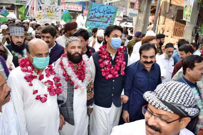 SIALKOT: October 30 - SPAM for Youth Affairs Muhammad Usman Dar along with Punjab Minister for Special Education Ch. Muhammad Akhalaq attending Milad-un-Nabi (PBUH) procession to celebrate birthday of Holy Prophet Muhammad (Peace Be Upon Him). APP photo by Munir Butt