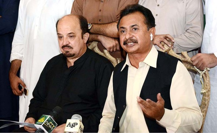 KARACHI: October 18 – PTI MPA Haleem Adil Sheikh addressing a press conference. APP photo by M Saeed Qureshi