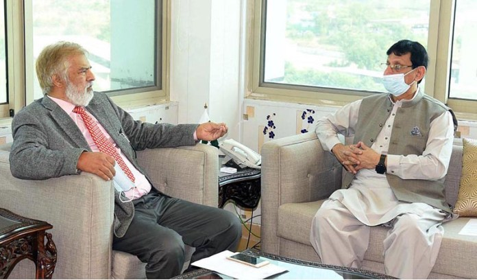 ISLAMABAD: October 22 – Federal Minister for IT and Telecommunication Syed Amin Ul Haque talking to Consul General for Republic of Rwanda Farooque Azam Khawaja who calls on him. APP