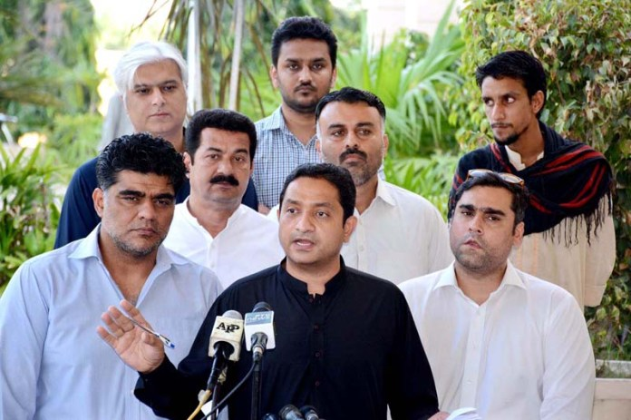 KARACHI: October 05 - Member Provincial Assembly from PTI Khurram Sher Zaman talking to media persons at Sindh Assembly premises. APP photo by Saeed Qureshi