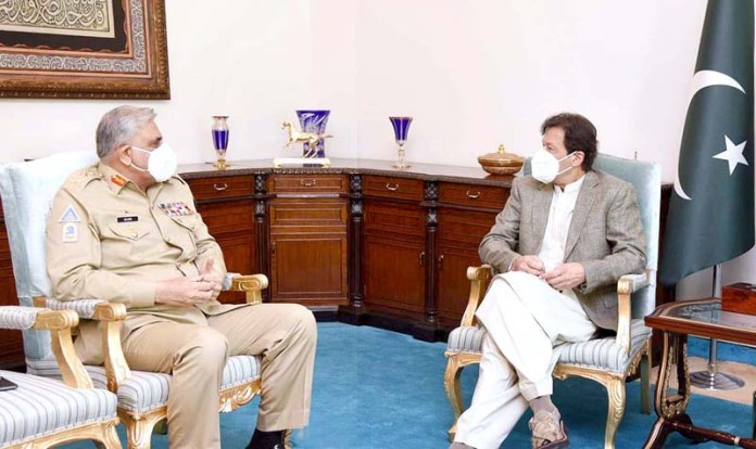 ISLAMABAD: October 29 - Chief of Army Staff General Qamar Javed Bajwa calls on Prime Minister Imran Khan. APP