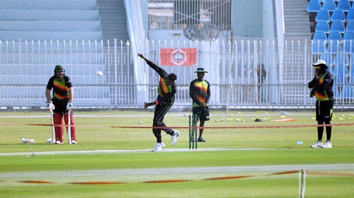 RAWALPINDI: October 27 – Players of Zimbabwe cricket team during practice session at Rawalpindi Cricket Stadium. APP photo by Abid Zia