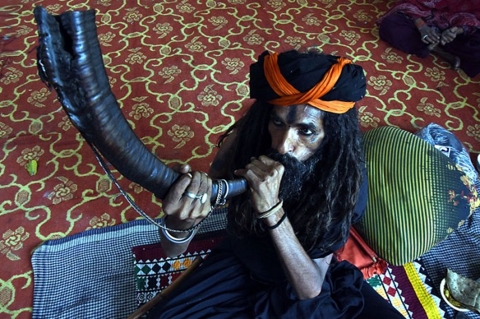 LAHORE: October 07 – A malang blowing traditional musical instrument at Data Darbar during the 977th Urs celebrations of Data Ali Hajveri (RA) as a large number of people arrives to attend the 3-day Urs celebrations. APP photo by Mustafa Lashari