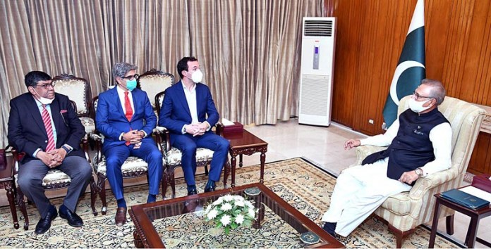 ISLAMABAD: October 21 – Group Chief Operating Officer Jazz, Sergi Herrero and Aamir Ibrahim, CEO Jazz called on President Dr. Arif Alvi at Aiwan-e-Sadr. APP