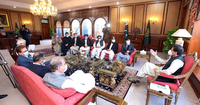 ISLAMABAD: October 20 – Leader of Hizb-e-Islami Afghanistan Gulbuddin Hekmatyar called on Prime Minister Imran Khan. APP