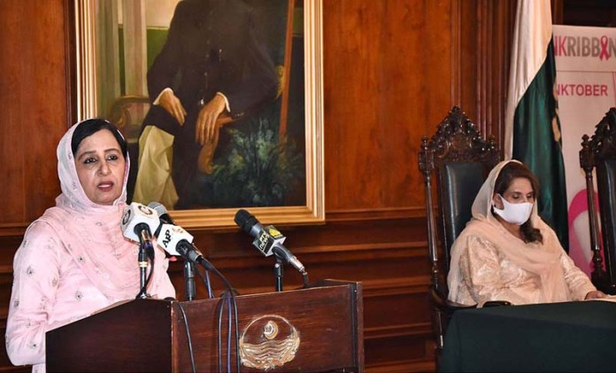 LAHORE: October 26 - Begum Parveen Sarwar, wife of Governor Punjab Chaudhary Muhammad Sarwar addressing to the Breast Cancer Awareness Program at Governor House. APP Photo by Mustafa Lashari