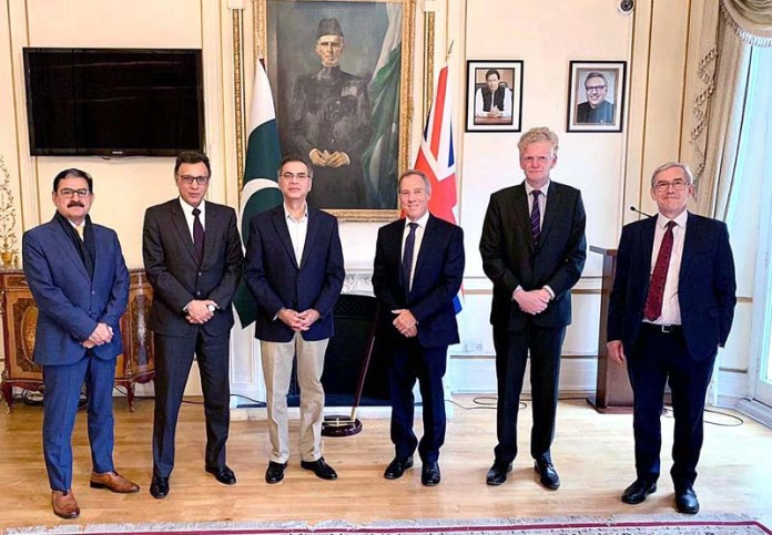 LONDON: October 26 - High Commissioner Moazzam Ahmad Khan with the team of UK Export Finance (UKEF) and Oxon Global at the Pakistan High Commission. APP