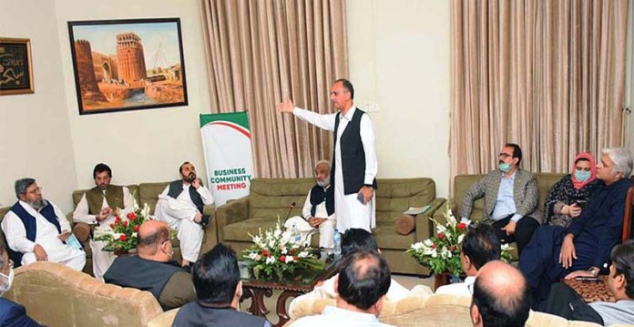 HYDERABAD: October 28 – Federal Minister for Energy (Power Division) Omar Ayub Khan addressing to business community, industrialists and notables at Circuit House. APP