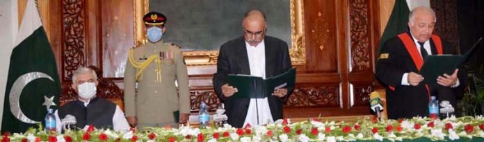 Governor Khyber Pakhtunkhwa Shah Farman administering oath from Justice Qaisar Rasheed Khan as Acting Chief Justice Peshawar High Court at Governor House. Chief Minister Mahmood Khan is also present