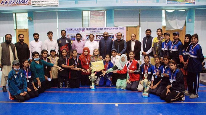 Naseer Ahmad Sial, Sports Officer Amir Hameed in a group photo with the winning team of the final of the Girls Volley Ball Tournament