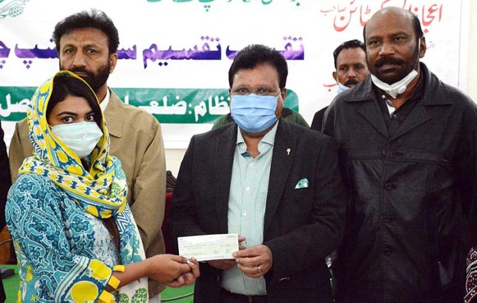 Punjab Minister for Minorities Ejaz Alam Augustian distributing educational scholarship cheques among minority students at Circuit House