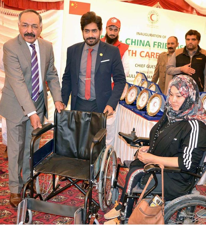 QUETTA: November 11 - Governor Balochistan Amanullah Khan Yasinzai along with Chairman PRCS Ibrarul Haq distributing wheelchairs among special persons at Healthcare Center. APP photo by Mohsin Naseer