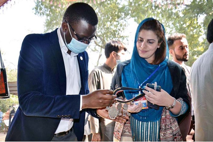 PESHAWAR: November 04 - Project Manager UNHCR Gabriel viewing the Jewellery at a stall during Art & Painting Exhibition and Competition organized by Commissionerate for Afghan Refugees KP at Art and Design University. APP Photo by Shaheryar Anjum