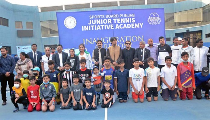 LAHORE: November 05 - Provincial Minister for Sports and Youth Affairs Rai Temoor Khan Bhatti in a group photo with players after inauguration of Punjab Tennis Stadium. APP photo by Ashraf Ch