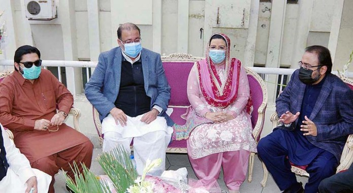 LAHORE: November 11 - Special Assistant to Chief Minister on Information Dr. Firdous Ashiq Awan talking to the sons of PML-Q Chief Chaudhry Shujaat Hussain after enquiring about his health at Services Hospital. APP