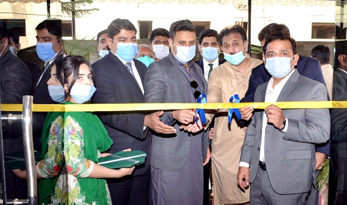 LAHORE: November 05 – Special Assistant to PM, Syed Zulfiqar Bukhari and Advisor on Tourism inaugurates the new building of TDCP. APP