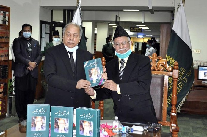 Hon'ble Justice Irshad Hassan Khan former Chief Justice of Pakistan presenting his autobiography to the Hon'ble Chief Justice of Pakistan Justice Gulzar Ahmed in a ceremony at Supreme Court of Pakistan
