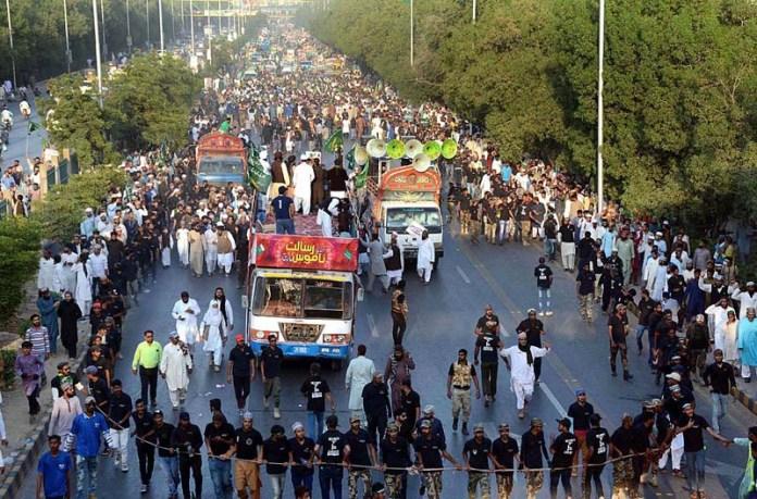 KARACHI: November 07 - A large number of people joins