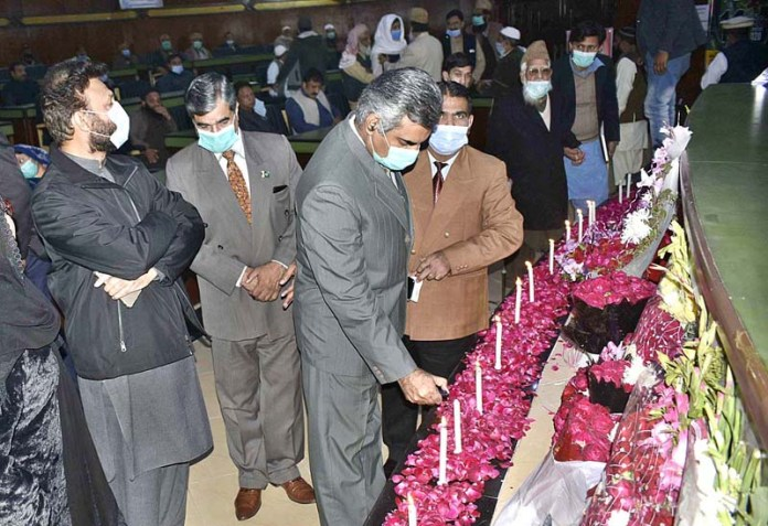 Divisional Commissioner Saqib Manan lighting candles in commemoration of martyrs of Army Public School Peshawar