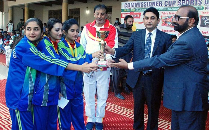Commissioner Captain (R) Muhammad Zafar Iqbal, Divisional Sports Officer Maqsood Al Hassan, Secretary Punjab Taekwondo Shakeel Yousuf distributing trophies among the position holder teams during Commissioner Cup Sports Gala 2020