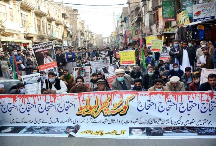 A large number of people stage a sit-in at Qissa Khawani Bazar to condemn killing of colliers from Hazara community in Maach are of Balochistan