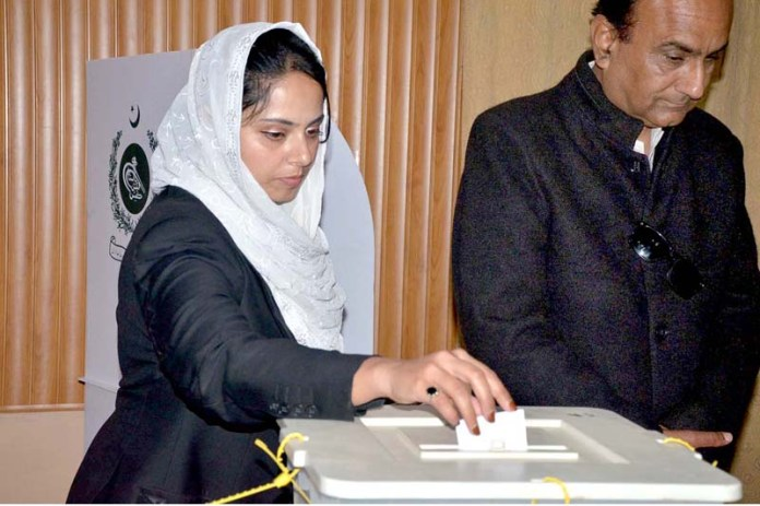 A lawyer cast her vote in District Bar Association's Annual Elections