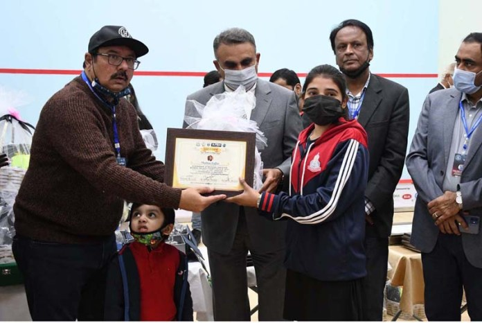 Sindh Secretary Sports Imtiaz Ali Shah giving away certificate and gift to players during All Pakistan Women Squash Championship 2021 at Hyderabad Gymkhana